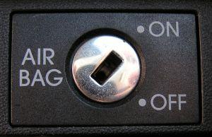 airbag eli turvatyyny päällä ja pois kytkin
